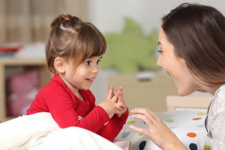 Jak wspierać rozwój mowy dziecka od urodzenia